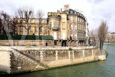 Victoria lived on the Ile Saint Louis