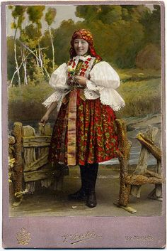 Girl in Moravian folk dress. Photographer V. Bartoň, Uherské Hradiště (Moravia, Czechia), cabinet card, circa 1910.