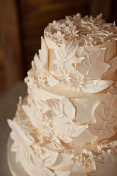 Incorporate the rustic, natural theme with fondant leaves and berries as well as flowers.