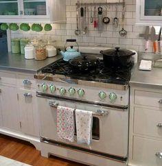 retro stove by Big Chill Appliances - Subway tile. Kitchen Stove, New Kitchen, Kitchen Appliances, Kitchen Tips, Kitchen Ideas, Retro Kitchen Decor, Vintage Kitchen, Stove Range Hood, Range Hoods