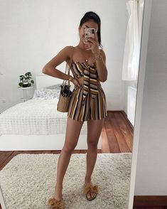 Basic and cool in summer: 15 sure looks - Set with colored stripes, cropped with nozinho, shorts, straw bag, rasteirinha with bow You are in t - Cute Casual Outfits, Cute Summer Outfits, Pretty Outfits, Stylish Outfits, Spring Outfits, Teenage Outfits, Girl Outfits, Fashion Outfits, Fashion Pants