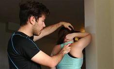 Hartioiden kireys johtuu usein lihaksista, jotka ovat paljon alempana kuin missä kipu on. Urheiluhieroja Joel Hakala opettaa tehokkaan venytyksen. Excercise, Hair Beauty, Wellness, Workout, Health, Ejercicio, Exercise, Health Care, Work Out