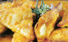 τηγανητές-κασερόπιτες Finger Food Appetizers, Finger Foods, Greek Pastries, Macedonian Food, Filo Pastry, Food Tags, Greek Cooking, Greek Recipes, Food And Drink