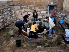 hpa7bd-1238-ancient-wells-in-jianshui-yunnan-province01