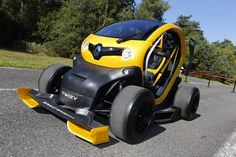 Twizy Renault Sport F1 is much more than eye catching concept car, however. In addition to its spectacular look, it delivers genuine high performance thanks to its Kinetic Energy Recovery System (KERS) which is identical to the solution used by Renault-powered F1 race cars. - (c) FLORENT GOODEN /GREGORY LENORMAND / DPPI - Droits réservés Renault