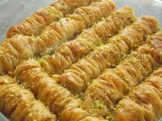 Arabic sweets and desserts site Arabic Dessert, Arabic Sweets, Sweets Recipes, Brunch Recipes, Cooking Recipes, Chhiwat Ramadan, Phyllo Dough Recipes, Bacon Pasta, Food For A Crowd