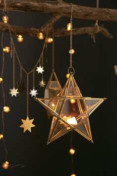 Bring the celestial touch to your wedding decoration by hanging the star pendant lights. Even indoors, you can feel the hype of the wedding under the stars. My New Room, My Room, Celestial Wedding, Bedroom Black, Master Bedroom, Master Master, Warm Bedroom, Decoration Design, Noel Christmas