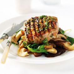 Gegrillter Tunfisch auf Spinat Rezept | Weight Watchers Asian Recipes, Ethnic Recipes, Wok, Salmon Burgers, Tapas, Avocado, Paleo, Food And Drink, Beef