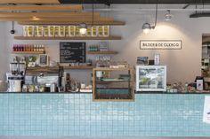 MARIE & BILDER EN DE CLERCQ Coffee Shop Design, Cafe Design, Cafe Art, Retail Store Design, Small Cafe, Milk Tea, Kiosk, Innovation, Interior
