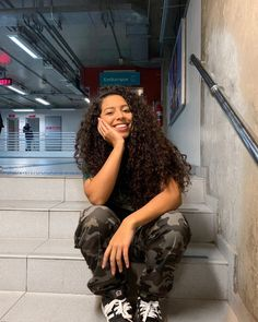 Pra que esperar até sexta se eu te quero de segunda a segunda 💕 (salvem) Mixed Race Hairstyles, Mixed Race Girls, Curly Hair Styles, Natural Hair Styles, Ebony Beauty, Streetwear, About Hair, Character Inspiration, Black Hair