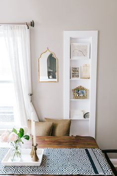 Ashley Kane's San Francisco apartment gives all who entera warm welcome. This blogger has created a space that blends styles effort...