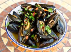 Mussels in white wine with sopressata & sun-dried tomatoes