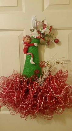 Elf Hat Elf Wreath Elf Christmas Wreath Santa Hat t Country Christmas Decorations, Christmas Door Wreaths, Christmas Hat, Holiday Wreaths, Santa Wreath, Christmas Ornaments, Winter Decorations, Winter Wreaths, Christmas Projects