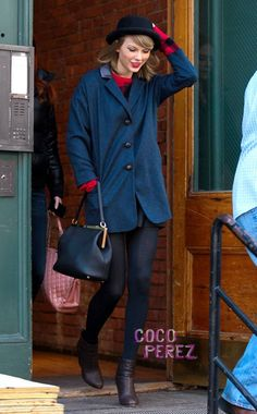 Taylor Swift Has A Grip On Things Out In NYC! And By Things, We Mean Everything Cute!
