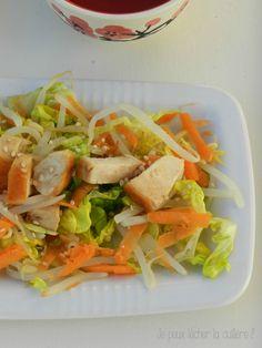 Salade de poulet, carottes et germes de sauce à l'asiatique