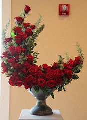 Red rose centerpiece- spray foam into shape, great centerpiece idea