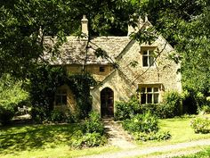 Cotswolds accommodation from Let's Stay Cotswolds. Woodwells Cottage is a dog friendly, self catering Cotswolds holiday cottage in Gloucestershire sleeping 5 or 6 Cute Cottage, Cottage Style, Storybook Homes, English Country Cottages, Country Houses, English Countryside, Fairytale Cottage, Stone Cottages, Cotswold Cottages