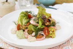 Skalldyrsalat med avocadomos Frisk, Cobb Salad, Food Porn, Chicken, Pineapple, Cilantro, Summer, Cubs, Treats