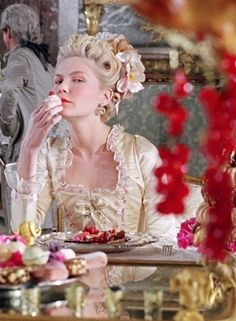 Marie Antoinette (Kirsten Dunst) by Sofia Coppola. Kirsten Dunst, Versailles, Marie Antoinette Film, V Instagram, 18th Century, Eat Cake, Pin Up, Let It Be, History