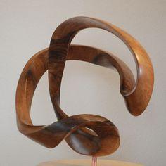 Twised form uit notenhout