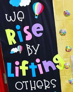 Classroom door quotes- We Rise by Lifting Others Hot Air Balloon theme from Teacher by Naptime – - Youngi Sites Summer Bulletin Boards, Classroom Bulletin Boards, Classroom Themes, School Classroom, Seasonal Classrooms, Classroom Door Displays, Kindness Bulletin Board, School Door Decorations, Class Decoration