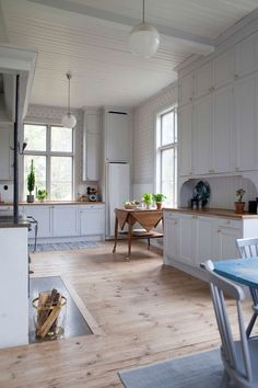 Office Interior Design is really important for your office. Because The design of the office interior will infulences the performance of your team. Big Kitchen, Kitchen Dining, Kitchen Decor, Swedish Kitchen, Kitchen Walls, Modular Furniture, Küchen Design, Interior Design Living Room, Home Kitchens