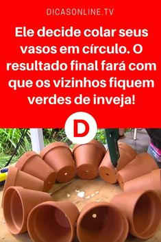 Ideias para jardim pequeno | Ele decide colar seus vasos em círculo. O resultado final fará com que os vizinhos fiquem verdes de inveja! | Olhem o que este homem faz com os vasos, o resultado é incrível! My Secret Garden, Christmas Bells, Garden Projects, Garden Ideas, Holidays And Events, Houseplants, Interior Design Living Room, Gardening Tips, Diy And Crafts