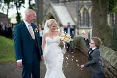 Enzoani for a relaxed wedding at Smallshaw Farm Cottages - A Relaxed Country Wedding (c) Sarah Brabbin Photography (22)