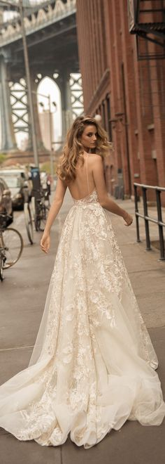 This @bertabridal wedding dress is all about drama and romance.