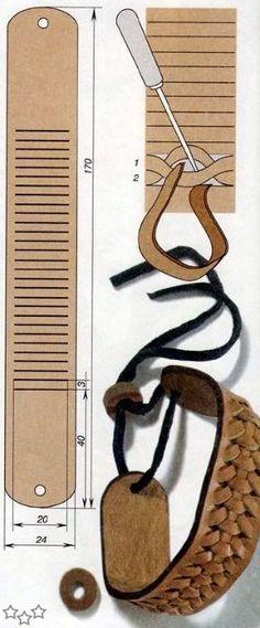 Pulsera de cuero, con un modelo sencillo pero muy bonito. También en esta pagina :TUTORIAL: Como hacer una pulsera de cueroPulsera con canutillos y rocallasPulsera Shamballa simplePulsera paracord triple - Tutorial Comenta con Facebook comments