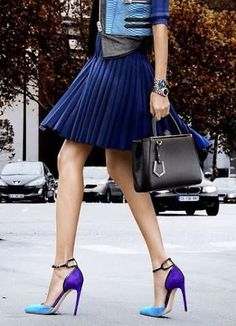 street style pleated navy skirt and color block heels Looks Street Style, Looks Style, Look Fashion, Womens Fashion, Fashion Trends, Latest Fashion, Fashion Shoes, Fashion News, High Fashion
