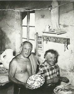 Old Friends: Artists, Pablo Picasso & Marc Chagall, laughing together in a studio space. -- Chagall expressed his anxiety through circus theme. Marc Chagall, Pablo Picasso, Famous Artists, Great Artists, Artist Art, Artist At Work, Art Moderne, Art Studios, Art History