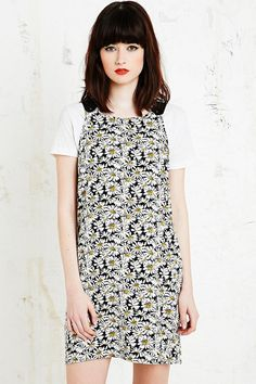 Shop Cooperative Apron Dress in Daisy Print at Urban Outfitters today. Apron Dress, Dress Skirt, Urban Outfitters Women, Easter Outfit, Day Dresses, Vintage Inspired, Short Sleeve Dresses, Style Inspiration, Clothes For Women