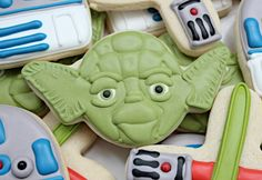 OMG!!!! Yoda cookies, I have found! On my way to a Star Wars themed party, I am. ;) Yeah, THAT just happened. Don't hate. I'm plenty cool.