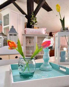 Trochu barviček do toho jara 🌷🐝🌞 #sobota #vikend #nabytek #dekorace #tulipany #provensalskynabytek #venkovskystyl #lucerny #domov #jaro #animanabytek #czechinterior #saturday #furnitures #decorarions #provencefurniture #moderncountry #tulips #lanterns #homesweethome #spring