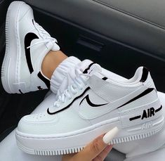 Jordan Shoes Girls, Girls Shoes, Shoes Men, Fashion Shoes For Men, Nike Shoes For Women, Men's Shoes, Shoes Style, Cute Sneakers, Sneakers Nike
