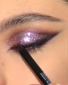 Cute Eye Makeup, Eyebrow Makeup Tips, New Year's Makeup, Makeup Eye Looks, Eye Makeup Steps, Eye Makeup Art, Smokey Eye Makeup, Makeup Videos, Simple Makeup