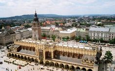 Europe in fall: 10 must see destinations from Lisbon, Portugal to Krakow, Poland Time In Germany, European Holidays, Krakow Poland, Cities In Europe, Tourist Information, Town Hall, Trip Advisor, Tourism, Beautiful Places