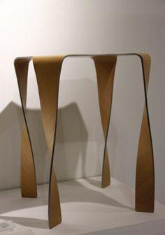 Salon Milan 2011 - Tabouret en contreplaqué cintré Wafft design Takaaki Tani