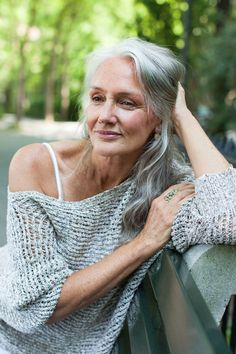 Cindy Joseph Model - Pictures, Interview- Cindy Joseph Model – Pictures, Interview How this stunning model stays gorgeous - Pelo Color Plata, Beautiful Old Woman, Beautiful Gorgeous, Simply Beautiful, Gorgeous Women, Ageless Beauty, Going Gray, Natural Beauty Tips, Old Models