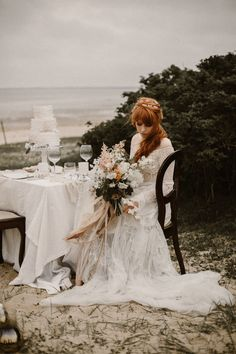 Beachy bohemian bridal style on point | Image by Kevin Klein