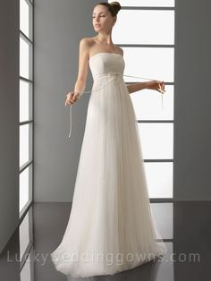Simple+Strapless+Wedding+Dress+with+Full+Tulle+A-line+Skirt