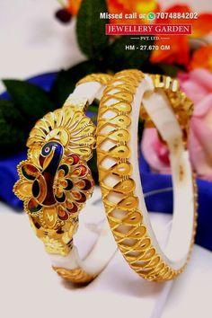 Indian Jewelry Earrings, Peridot Jewelry, Jewlery, Gold Bangles Design, Gold Earrings Designs, Designer Bangles, Bridal Bangles, Bridal Jewellery, Gold Jewellery