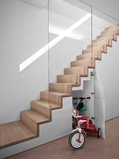 Modern Staircase Design Ideas - Modern stairs come in lots of design and styles that can be genuine eye-catcher in the different location. We have actually assembled best 10 modern versions of stairs that can provide. Staircase Storage, Staircase Railings, Wooden Staircases, Stair Storage, Stairs With Storage, Storage Area, Stairways, Space Saving Staircase, Narrow Staircase