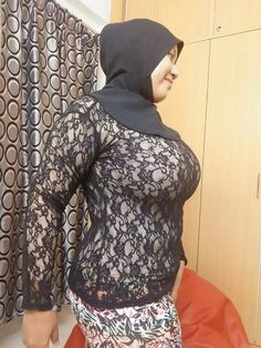 jilbab toge besar at DuckDuckGo Big Fashion, Hijab Fashion, Womens Fashion, Hijab Stile, Hijab Look, Baggy Clothes, Muslim Hijab, Turkish Fashion, Hijab Chic