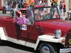Electra and Suzanne Pederson sport their 1967 King Midget in the Lower Lake Daze Parade on Sunday.