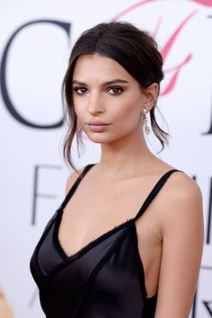 She's got some of the best skin in the business and she knows how to show it off - Emily Ratajkowski offset a perfected complexion with boyish brows, nude lips and softly smoky eye make-up. See all the CDFA Awards beauty on Vogue.co.uk.