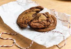 Cookie - 220 g de manteiga - 200g de açúcar mascavo - 180g de açúcar cristal - 15 g de sal do Himalaia - 5g de fermento em pó - 20g de extrato de baunilha - 2 ovos - 400g de farinha branca - 300g de chocolate ao leite picado