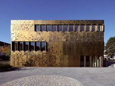 Metal sheet and panel for facade TECU® Brass By KME Architectural Solutions Architecture Metal, Zinc Cladding, Sustainable Furniture, Metal Panels, Building Facade, Facade Design, Interior Exterior, Google Search, Wuxi
