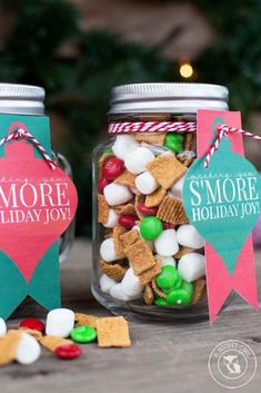Mason Jars How would you describe this? Mason Jars 12 Magnificent Mason Jar Christmas Decorations You Can Make Yourself - DIY &. Jar Food Gifts, Diy Gifts In A Jar, Easy Gifts, Homemade Gifts, Gift Jars, Gifts In Mason Jars, Unique Gifts, Mason Jar Christmas Gifts, Neighbor Christmas Gifts